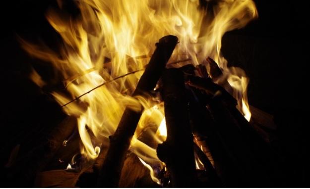api unggun2
