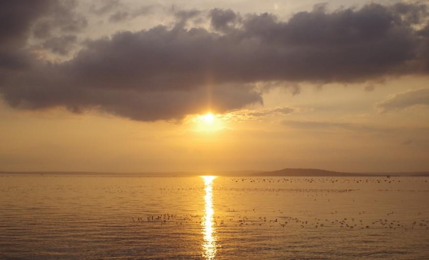 Matahari Terbenam Disaat Itulah Aku Merindukan Sinarnya