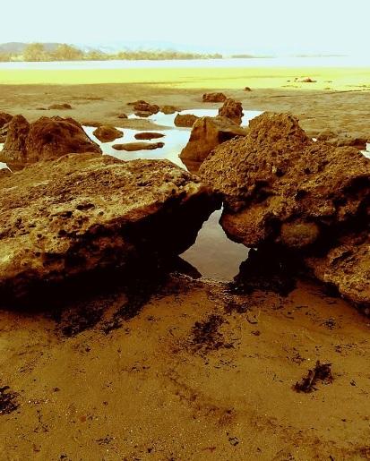 Pantai Watuparunu19