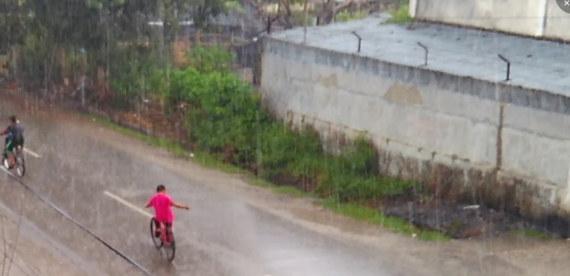 hujan pertama