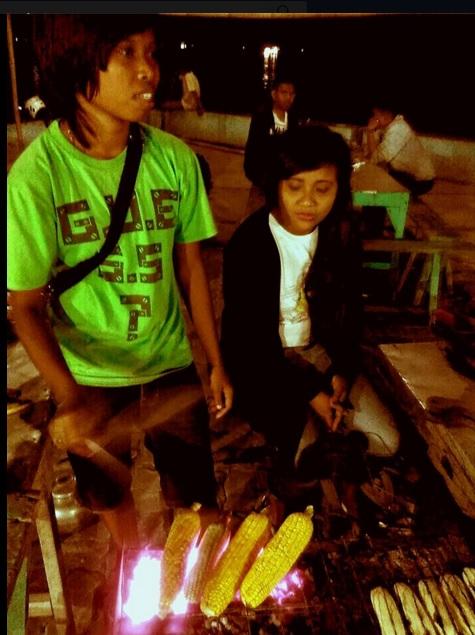 Mencari Panas Di malam Hari Kota Kupang3