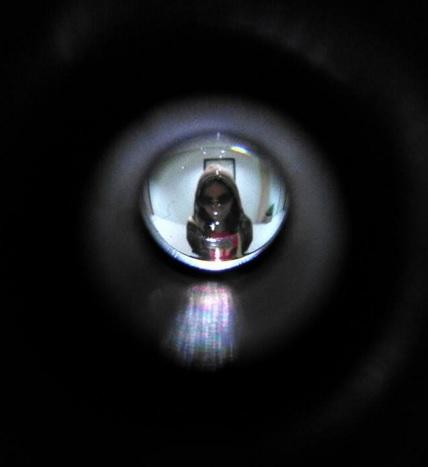 mengintip siapa dibalik pintu2