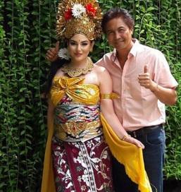 foto Putri Raja Salman Berpakaian Adat Bali