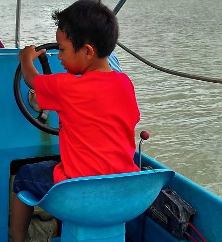 di boat 1