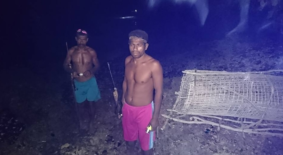 Pemanah Ikan di Alor