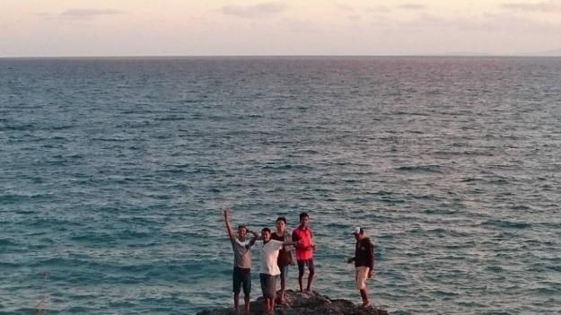 Pantai Batu burung Oebali10