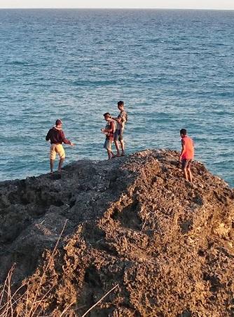 Pantai Batu burung Oebali7