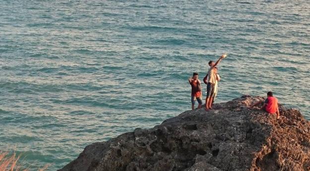 Pantai Batu burung Oebali9