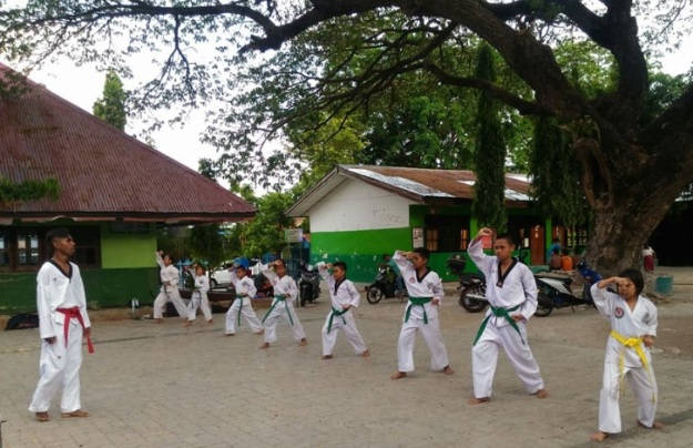 Latihan Karate di SDN 2 Bonipui Kupang