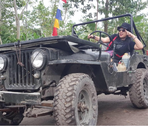 Super Woman Jeep Willys Indonesia 3