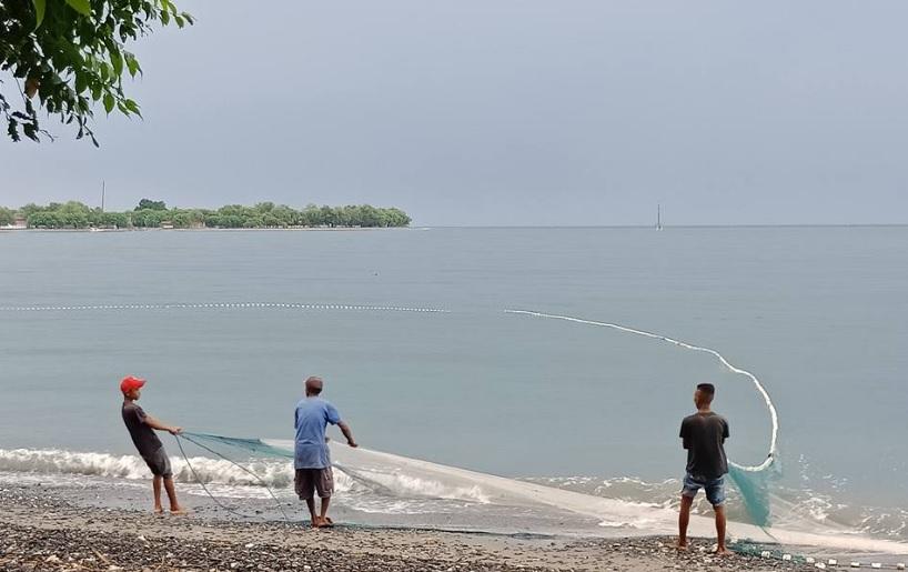 aktifitas nelayan di wini 3
