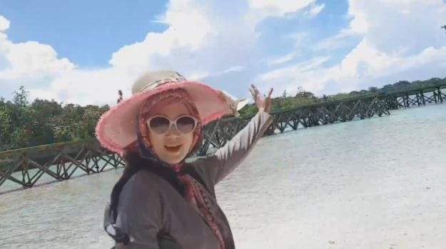 Indahnya Maluku Pantai Pulau Bair
