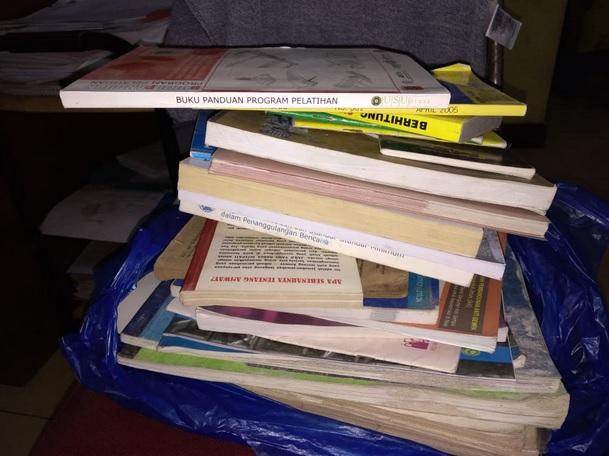 mengumpulkan buku 1